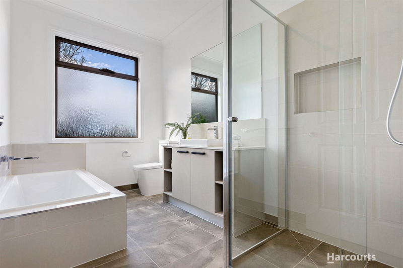 Photo - 2 & 3/21 Diosma Drive, Glen Waverley VIC 3150  - Image 9