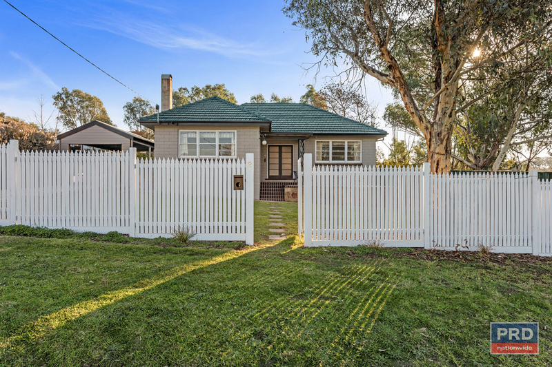 2 Daniel Street, Long Gully VIC 3550