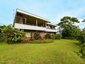 Never before offered - two flats on 817 square metres of prime flat Buderim land