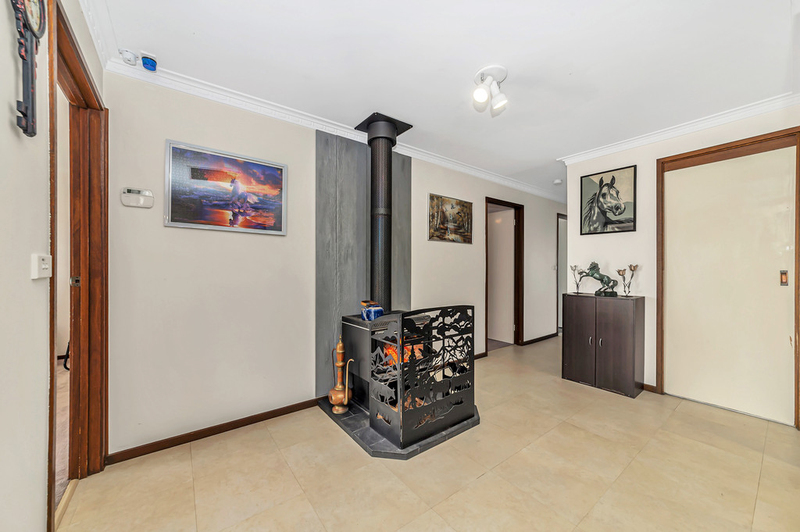 Photo - 20 Carwoola Place, Queanbeyan East NSW 2620  - Image 2