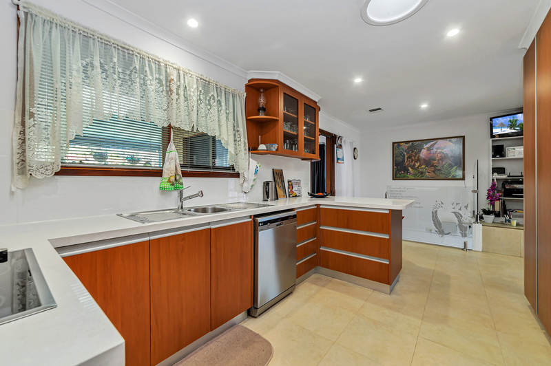 Photo - 20 Carwoola Place, Queanbeyan East NSW 2620  - Image 5