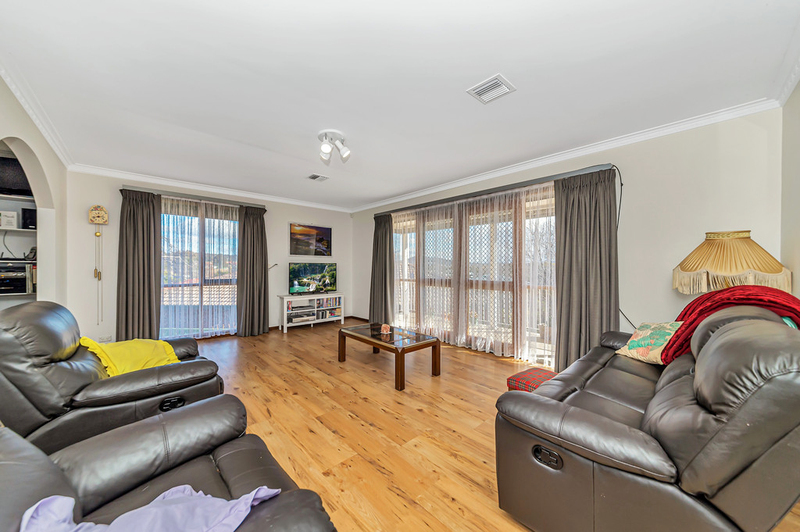 Photo - 20 Carwoola Place, Queanbeyan East NSW 2620  - Image 8