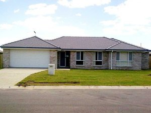 BE QUICK - HOME FOR OFFER IN HABITAT ESTATE BURPENGARY!!!