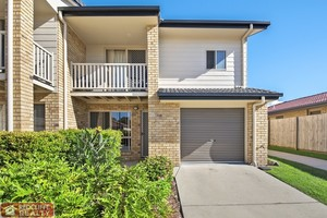 Townhouse In Great Location Near Water!!