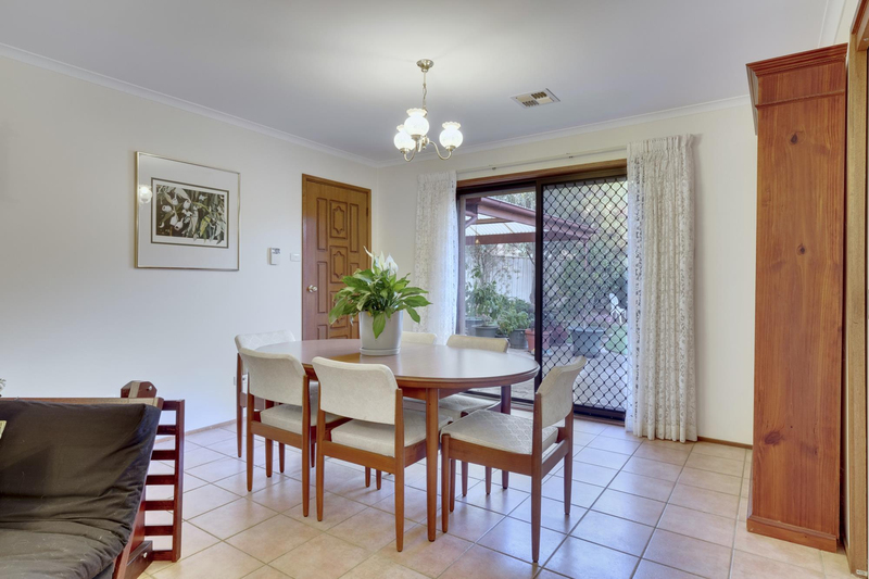 Photo - 21 Chataway Crescent, Fadden ACT 2904  - Image 5