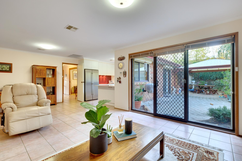 Photo - 21 Chataway Crescent, Fadden ACT 2904  - Image 11