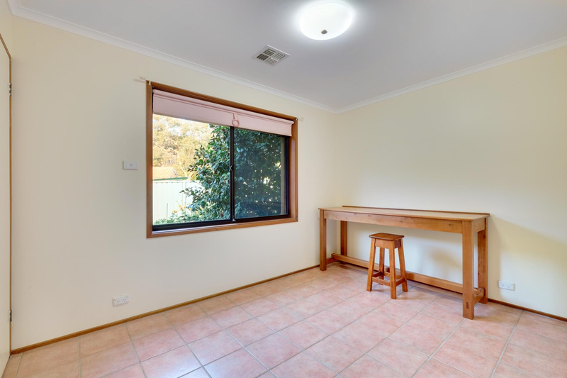 Photo - 21 Chataway Crescent, Fadden ACT 2904  - Image 15