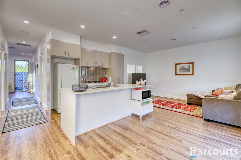 Photo - 2/12 Park View Road, Drouin VIC 3818  - Image 3