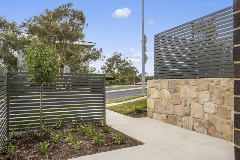 Photo - 2/18 Thring Street, Chapman ACT 2611  - Image 4