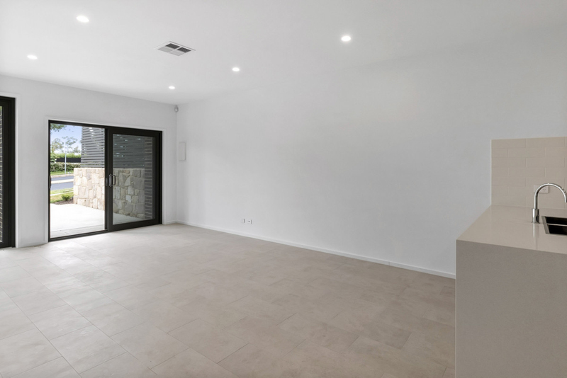 Photo - 2/18 Thring Street, Chapman ACT 2611  - Image 5