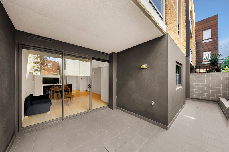 Photo - 2/2-4 William Street, Murrumbeena VIC 3163  - Image 1