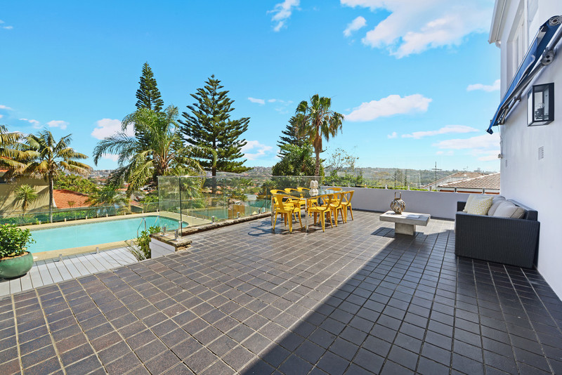 22 Loombah Rd(Must Enter 25 Macleay St, North Bondi) Dover Heights NSW 2030