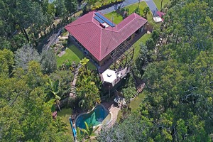 Private family hideaway on 3/4 acre block