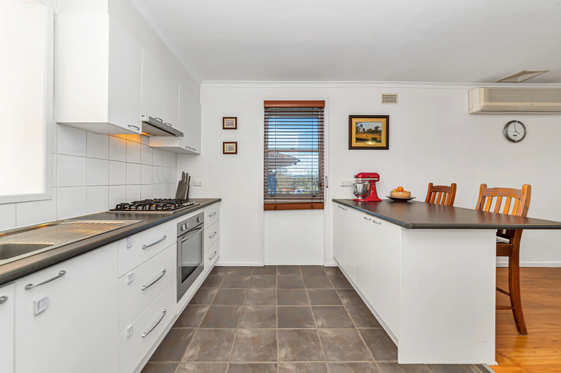 Photo - 23 Boronia Crescent, Karabar NSW 2620  - Image 3