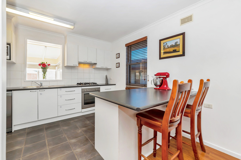 Photo - 23 Boronia Crescent, Karabar NSW 2620  - Image 5