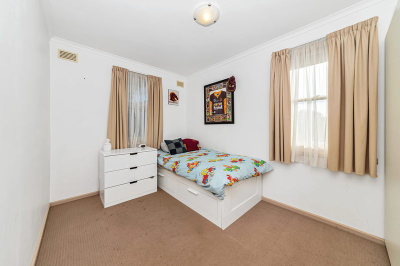 Photo - 23 Boronia Crescent, Karabar NSW 2620  - Image 10
