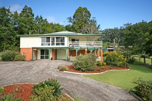 LARGE FAMILY HOME ON HUGE 5,613sq.m BLOCK