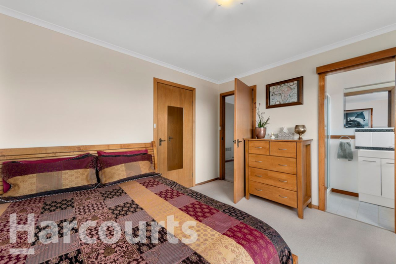 Photo - 2/469 Oceana Drive, Howrah TAS 7018  - Image 9