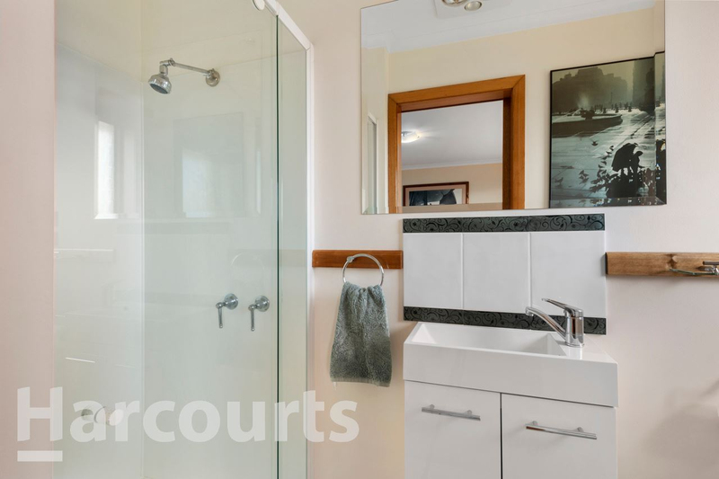 Photo - 2/469 Oceana Drive, Howrah TAS 7018  - Image 10