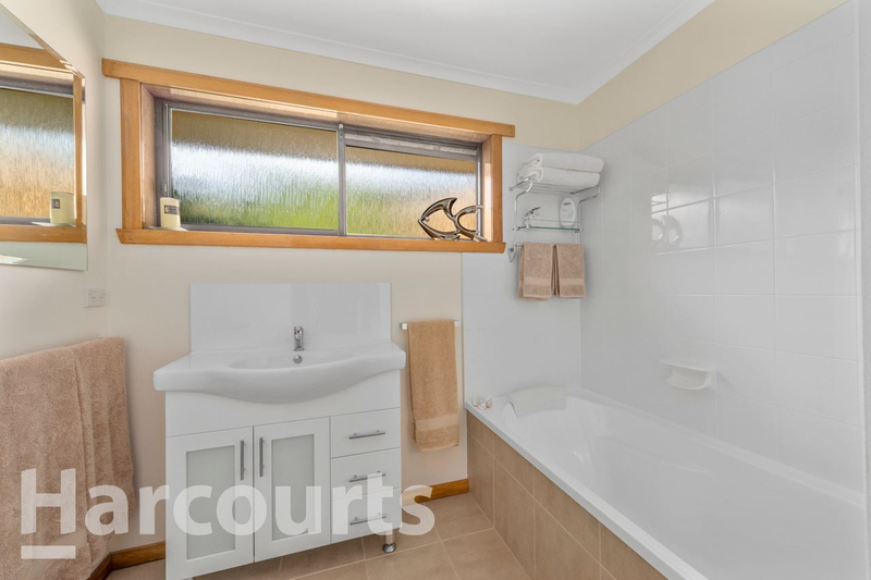 Photo - 2/469 Oceana Drive, Howrah TAS 7018  - Image 13