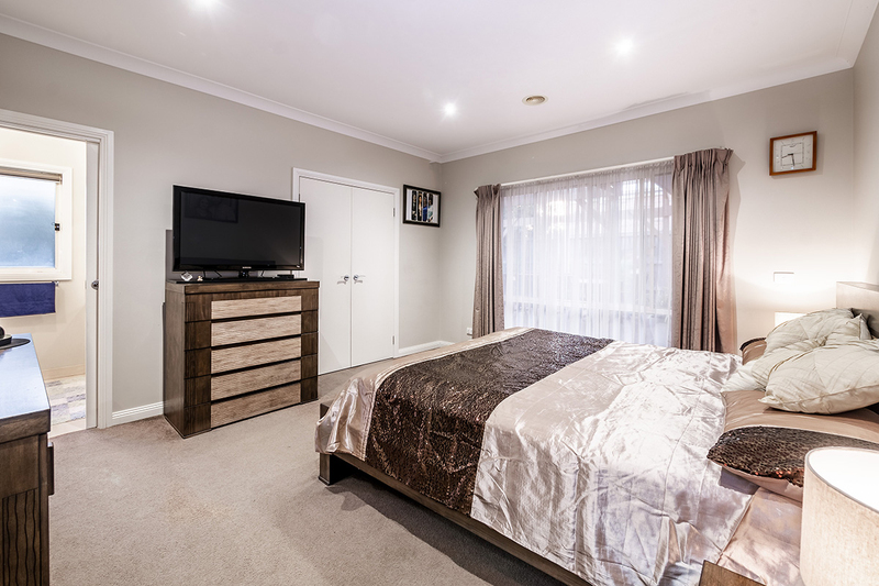Photo - 25 Yammerbook Way, Cranbourne East VIC 3977  - Image 2