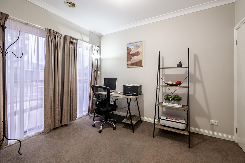 Photo - 25 Yammerbook Way, Cranbourne East VIC 3977  - Image 6