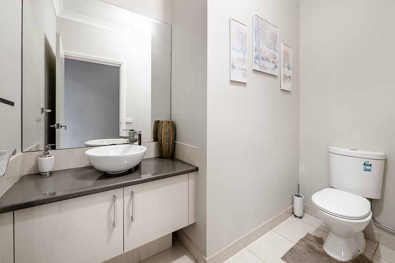 Photo - 25 Yammerbook Way, Cranbourne East VIC 3977  - Image 7
