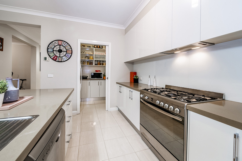 Photo - 25 Yammerbook Way, Cranbourne East VIC 3977  - Image 8