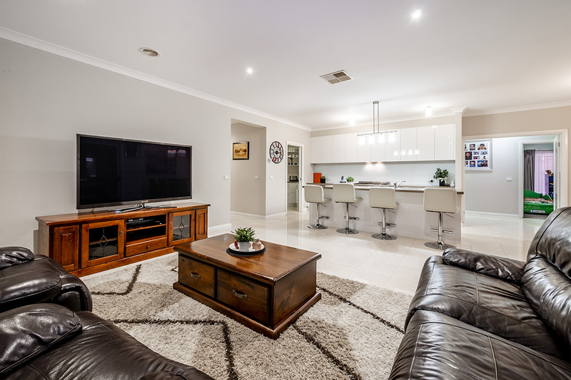 Photo - 25 Yammerbook Way, Cranbourne East VIC 3977  - Image 12