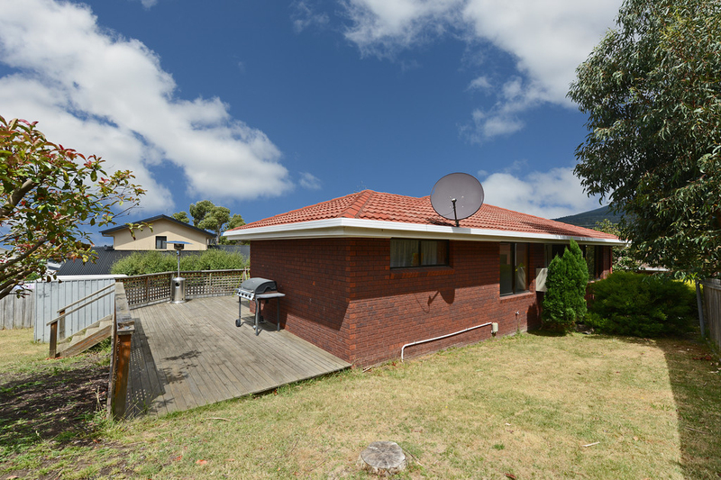 Photo - 2/53 Girrabong Road, Lenah Valley TAS 7008  - Image 12