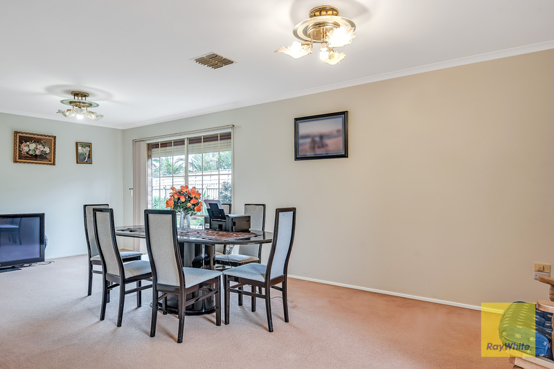 Photo - 26 Dongala Drive, Werribee VIC 3030  - Image 3