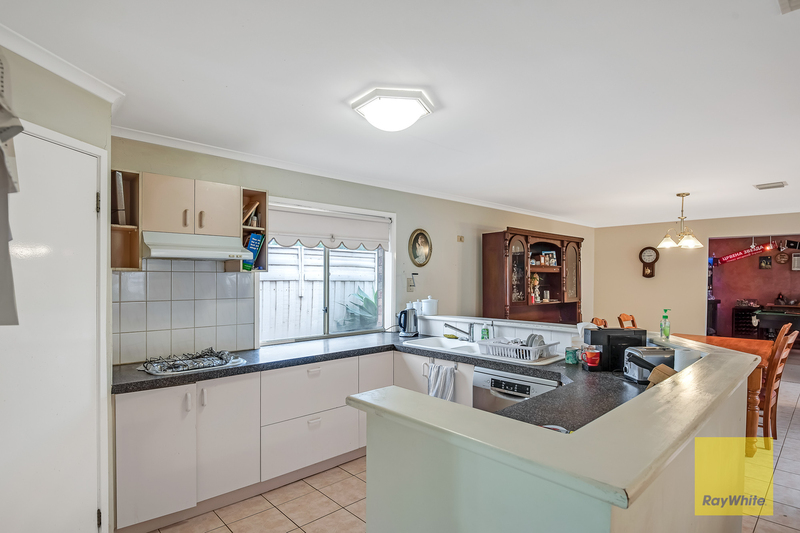 Photo - 26 Dongala Drive, Werribee VIC 3030  - Image 5