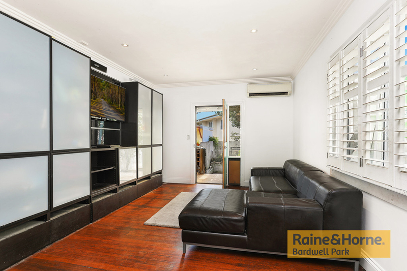 Photo - 27 Campbell Street, St Peters NSW 2044  - Image 2