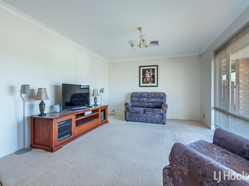 Photo - 27 Coolberry Road, Huntingdale WA 6110  - Image 6