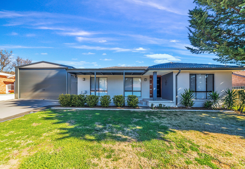 27 Crest Park Parade, Queanbeyan West NSW 2620