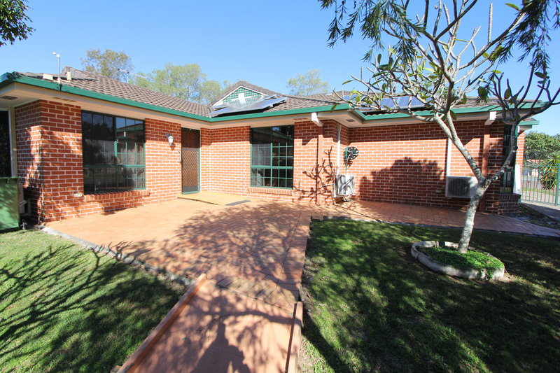 2/77 Cootharaba Drive, Helensvale QLD 4212