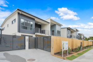 Brand New – 4 bedroom Townhouses – Close to Water and CBD – Only 5 remain
