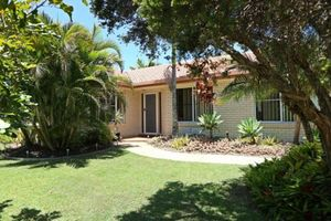 GREAT FAMILY HOME IN PELICAN WATERS!