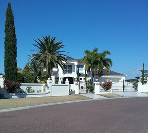 European Style Canal Residence Awaits Your Inspection