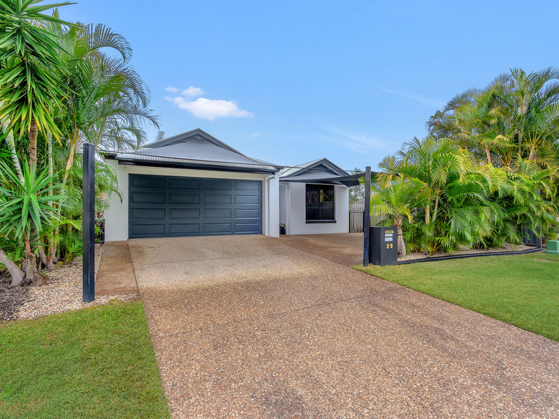 2/9 Coonowrin Street, Pacific Pines QLD 4211