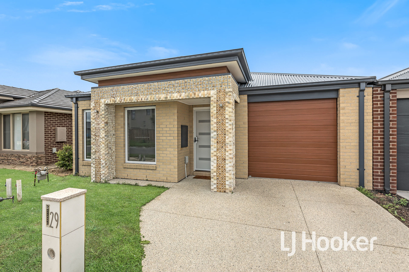 29 Mossey Crescent, Cranbourne East VIC 3977