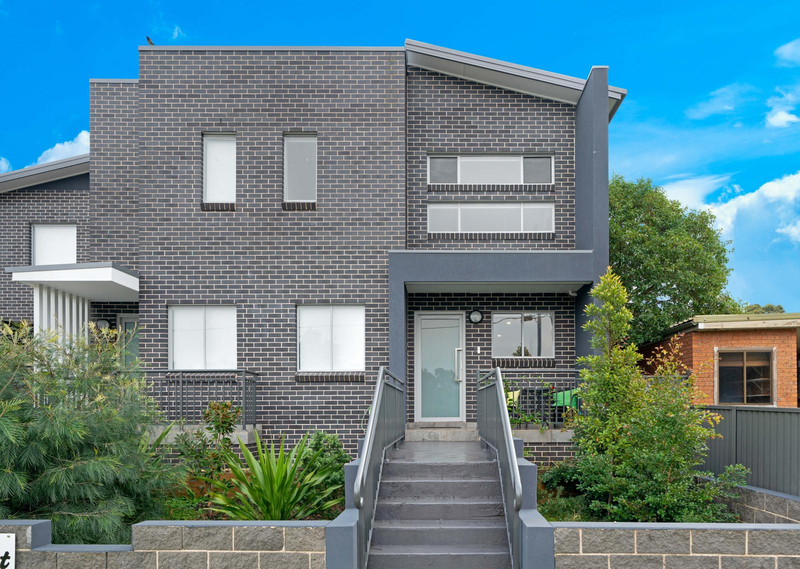 2/9 Sabre Crescent, Holsworthy NSW 2173