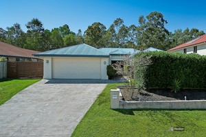 BIG FAMILY HOME, POOL, DUCTED AIR & SIDE ACCESS