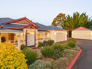 Extraordinary valley views - Superbly presented Queenslander! Hurry, it will not be available for much longer....