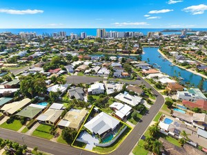 BEAUTIFULLY RENOVATED HOME IN QUIET WALK TO MOOLOOLABA BEACH POSITION!