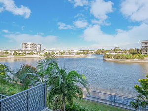 Absolute Waterfront ... Homeowners ... Investors Alert!