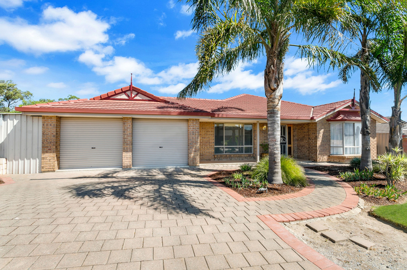 Photo - 34 Shillabeer Crescent, Woodcroft SA 5162  - Image 1