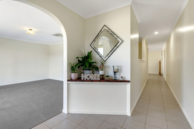 Photo - 34 Shillabeer Crescent, Woodcroft SA 5162  - Image 5