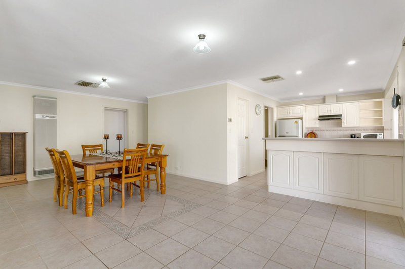 Photo - 34 Shillabeer Crescent, Woodcroft SA 5162  - Image 7