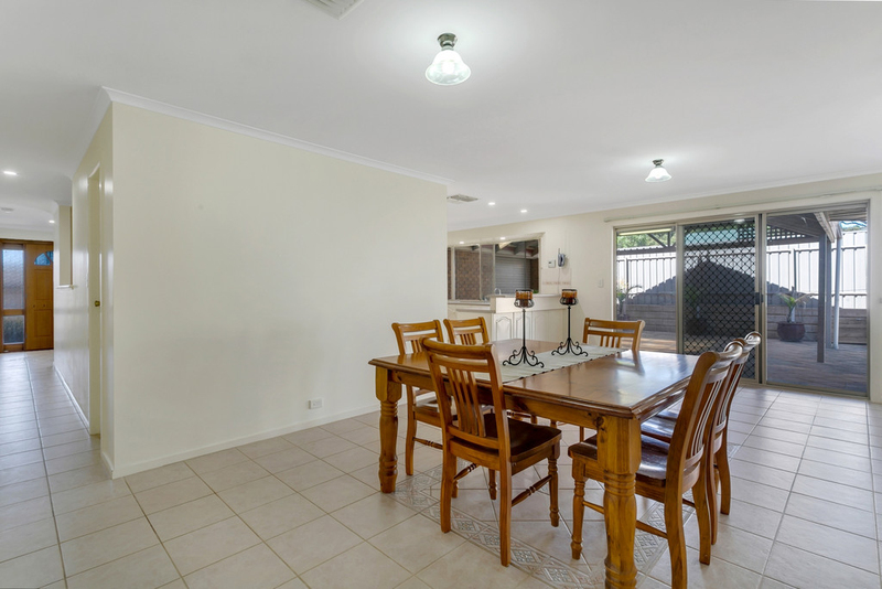 Photo - 34 Shillabeer Crescent, Woodcroft SA 5162  - Image 10